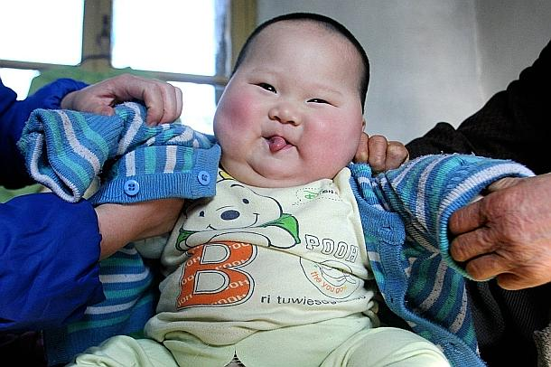 Un énorme bébé