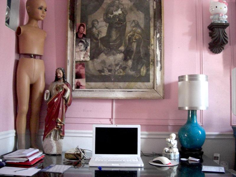 Plantage de l'ordinateur du peintre contemporain Jeremie Baldocchi