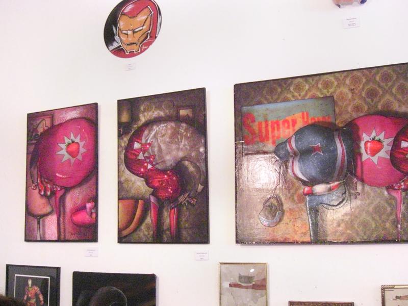 photo de l'exposition à la galerie L'art de rien de ma peinture Super Héros