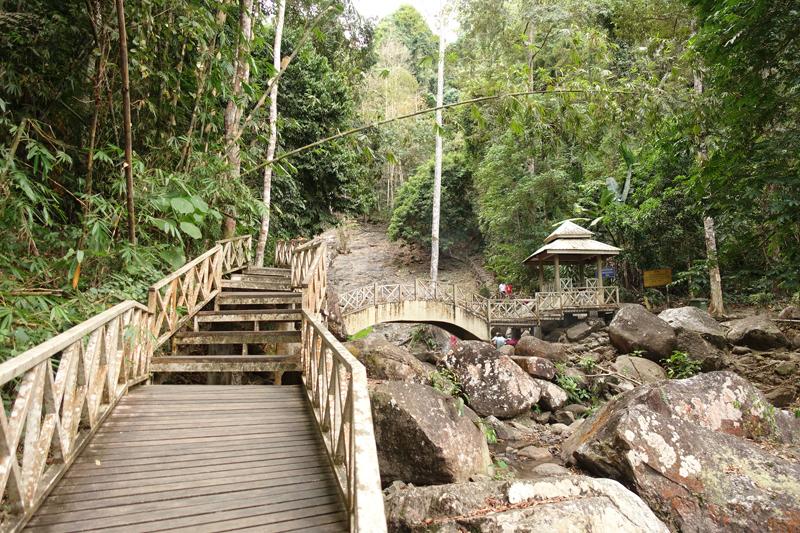 Mon voyage à la Cascade Durian Perrangin sur l'île de Langkawi en Malaisie