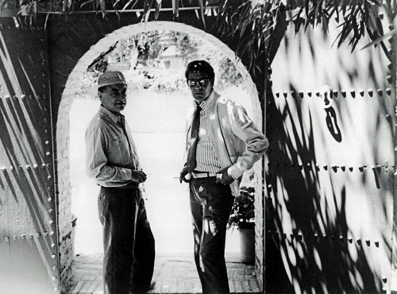 Pierre Bergé et Yves Saint Laurent dans les Jardins de Majorelle à Marrakech au Maroc